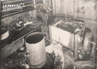 Intérieur délabré d'un bâtiment 2- Lieu non précisé