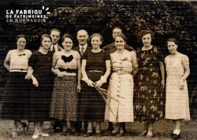 Huit femmes et trois hommes- Lieu non précisé-