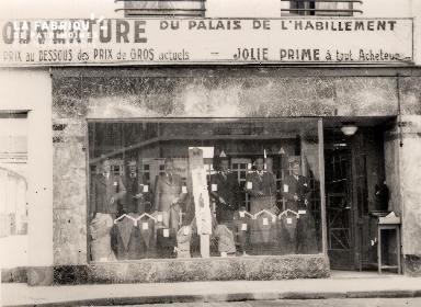 Vitrine de boutique 1- Le palais de l'habillement-