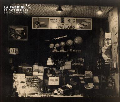 Vitrine de boutique 2- Les spécialités Paillard-