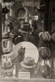 Vitrine de boutique 3- Les chapeaux Mossant-