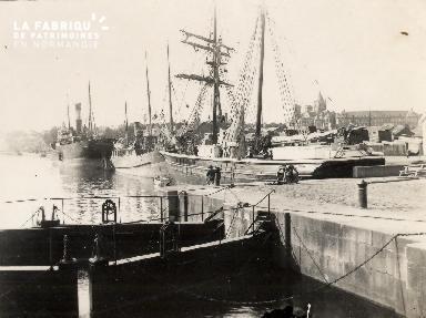 Port de Caen 2- Bateaux à quai