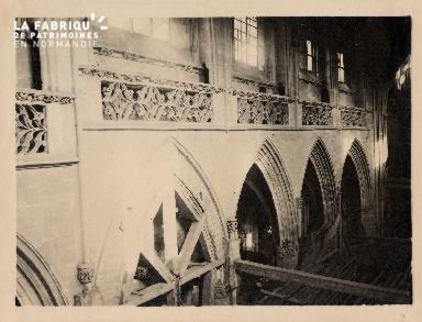 Intérieur Eglise en travaux (non identifié) - 11A
