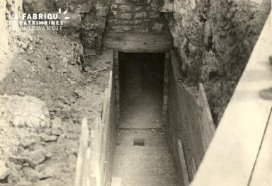 aménagement entrée souterrain place du sepulcre pour poste 1er secours
