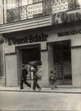 17 juin 1940 homme et son fils à pied