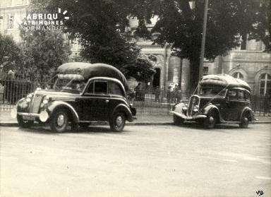 17 juin 1940 voitures de réfugiés place de la République