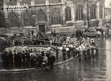 7 juillet 1940 musique militaire allemande place St Pierre 002