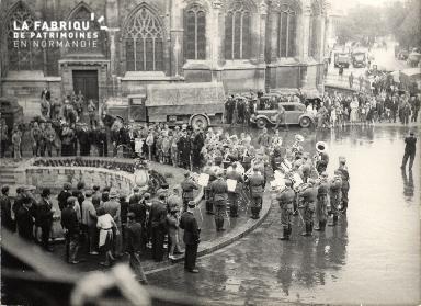 7 juillet 1940 musique militaire allemande place St Pierre 003