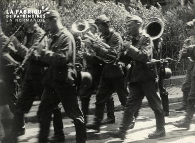 juin 1940 défilé troupes d'occupation musique