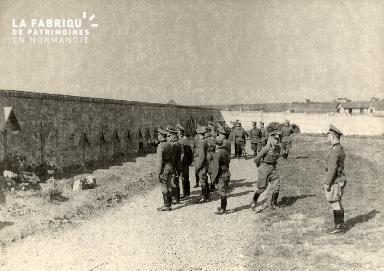 troupe d'occupation au cimetière 005