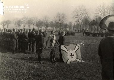 Troupe d'occupation au cimetière
