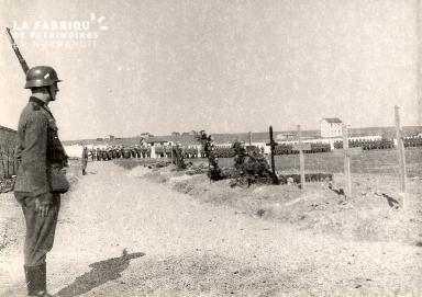 troupe d'occupation au cimetière 016