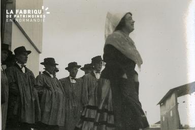 groupe en costumes