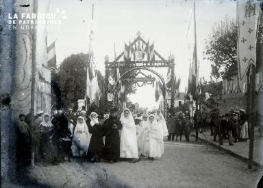 Bayeux  Procession des communiantes
