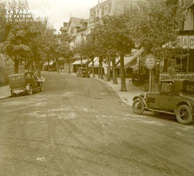 Bagnole, avenue de la gare, 1928