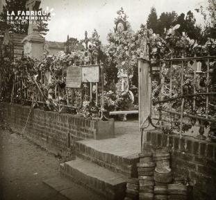 Lisieux la tombe de Thérèse