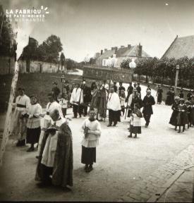 Pervenchère Procession 1920 2