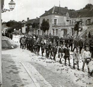 Pervenchère Procession 1920 3