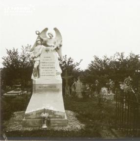 Saint-Hilaire Lechâtel, mausolée