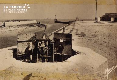 Batterie allemande avec Liberty ship