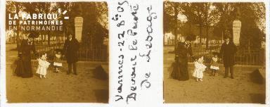 B001 Vannes 22.08.05, devant le buste de Lesage