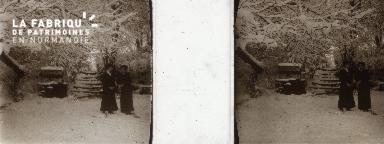 B006 deux femmes dans la neige