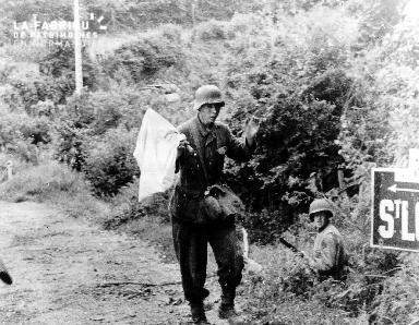 Soldat allemand agitant un drapeau blanc