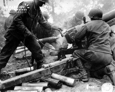 Chargement de canons à Carentan
