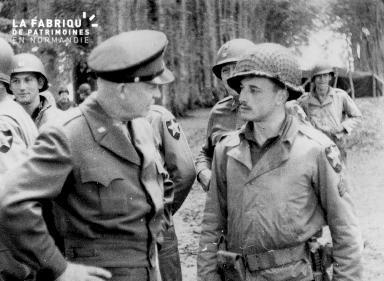 Entretien entre le général Eisenhower et le sergent Etherington