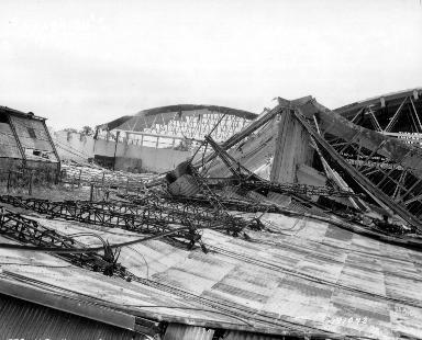 Hangar démoli sur le port de Cherbourg