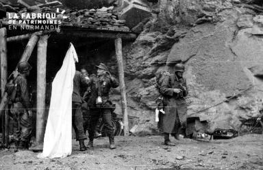 Reddition : allemands issant le drapeau blanc