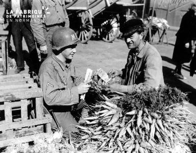 Transaction au marché à Cherbourg