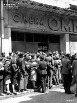 File d'attente au cinéma à Cherbourg