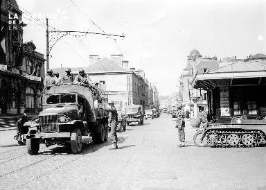 Convoi de véhicules militaires à Cherbourg