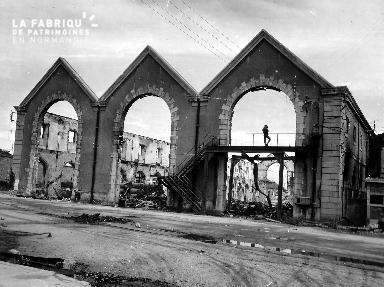 Caméramen parmi les ruines