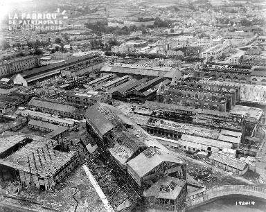 Vue aérienne de l'arsenal à Cherbourg