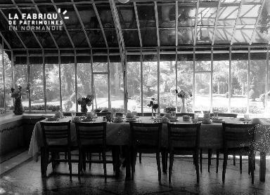 Intérieur de la villa Maurice : salle à manger
