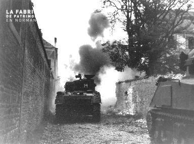 Chars de combat à Falaise
