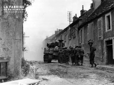 Patrouille canadienne à Falaise