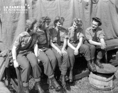 Portrait de groupe de femmes canadiennes à Banville