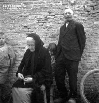 Femme en prière à Rots