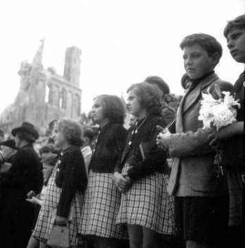 Enfants à Rots lors de la messe
