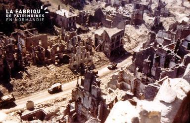 Saint-Lô aprés les bombardements
