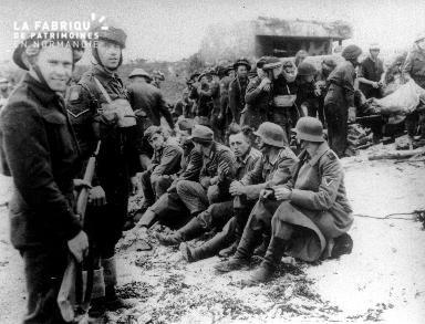 Prisonniers allemands et soldats canadiens