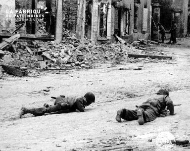 Deux soldats américains au sol
