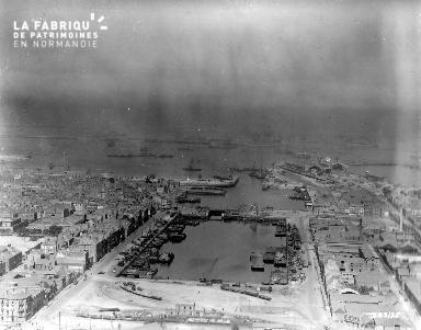 Vue aérienne du bassin du commerce à Cherbourg