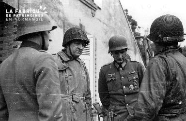 Entretien entre officiers allemands et américains