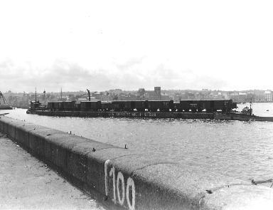 Wagons sur une rade à Cherbourg