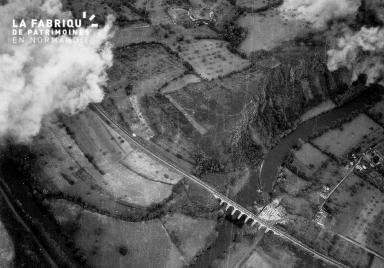 Vue aérienne du viaduc ferroviaire de Clécy