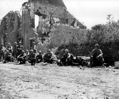 Pause d'une troupe militaire à la Haye-du-Puits